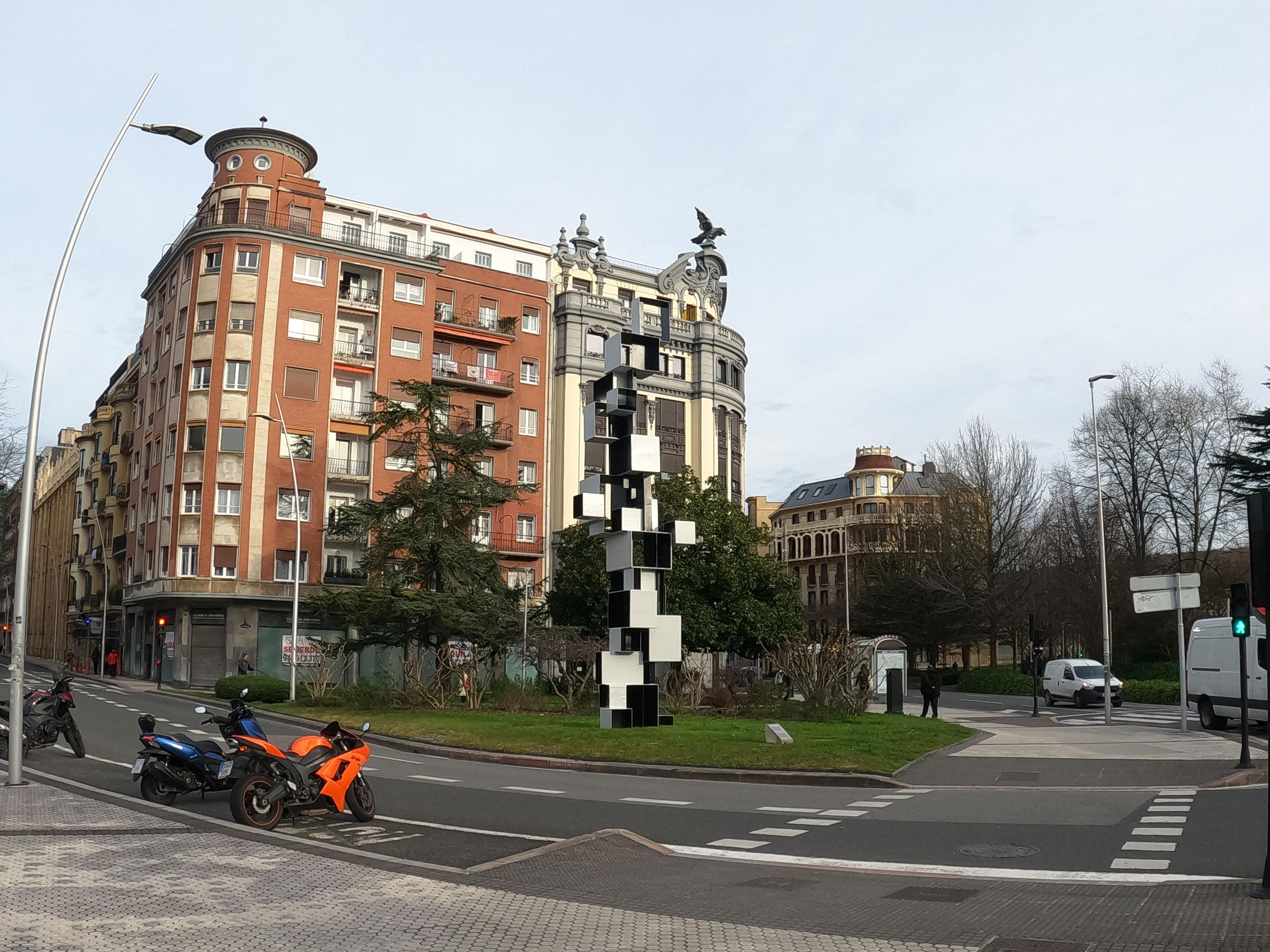 Escultura de Ricardo Ugarte / Estela