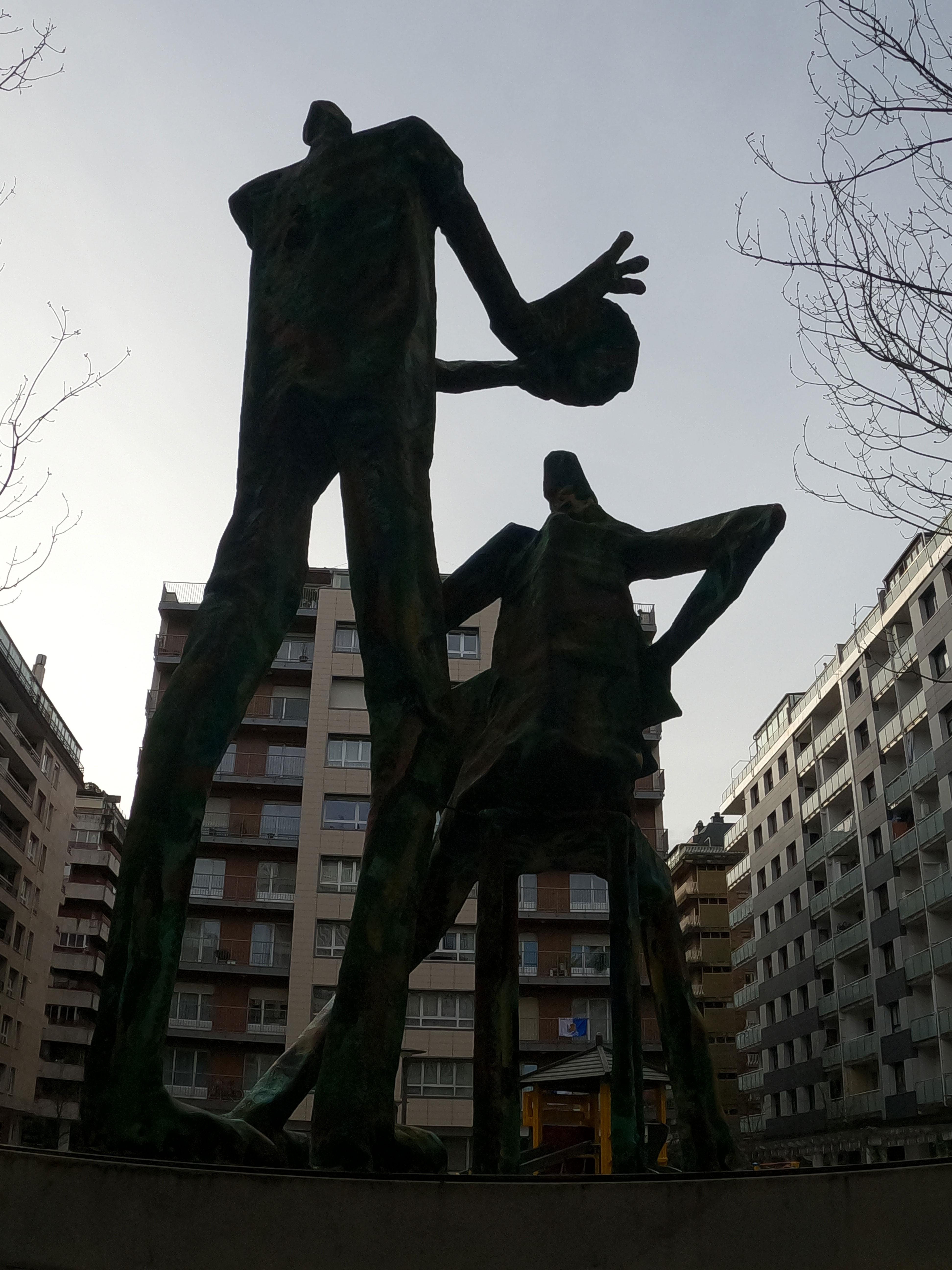 Escultura Trikitilaris de Tomás Hernández Mendizabal