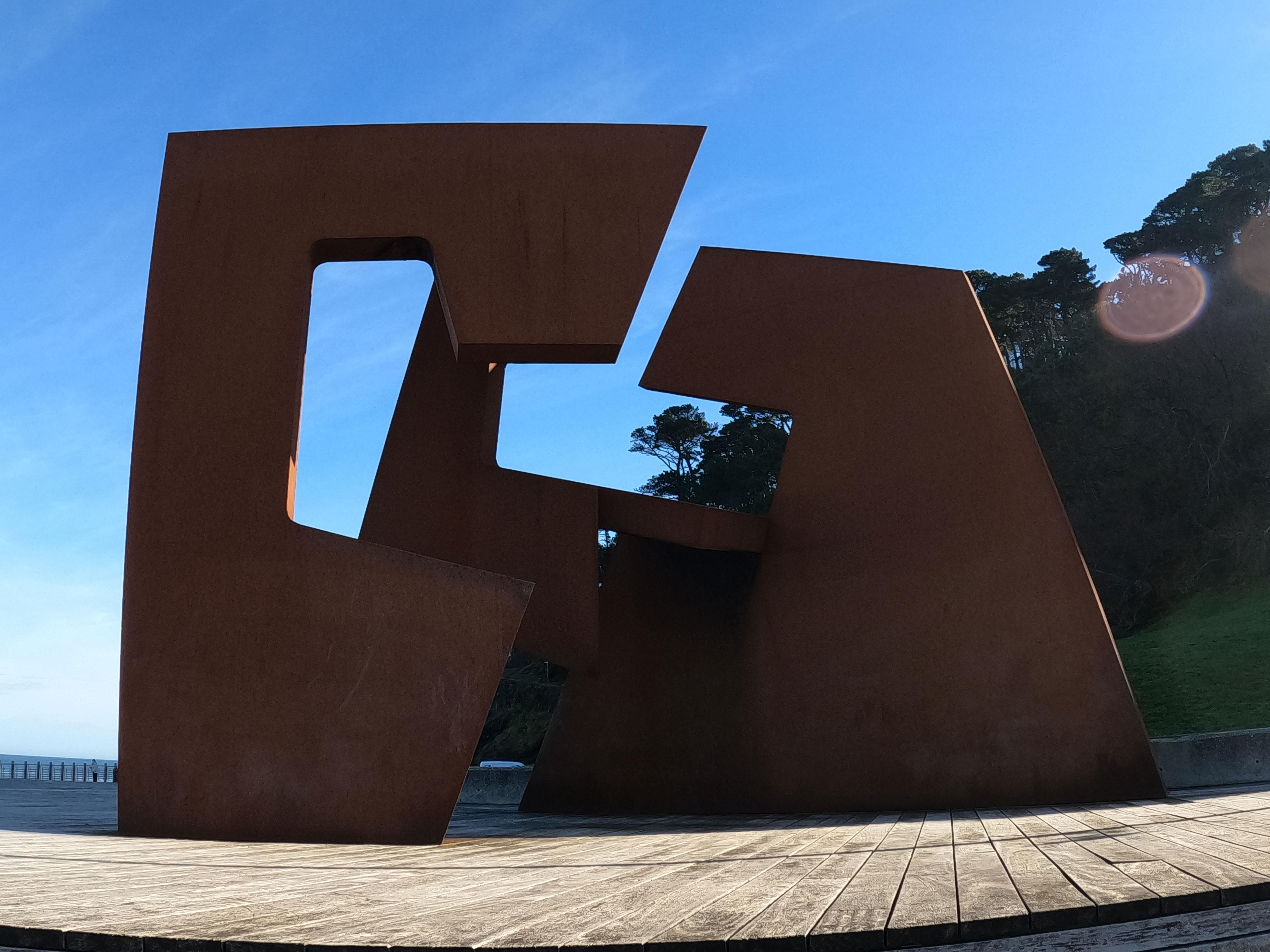 Escultura de Jorge Oteiza Embil