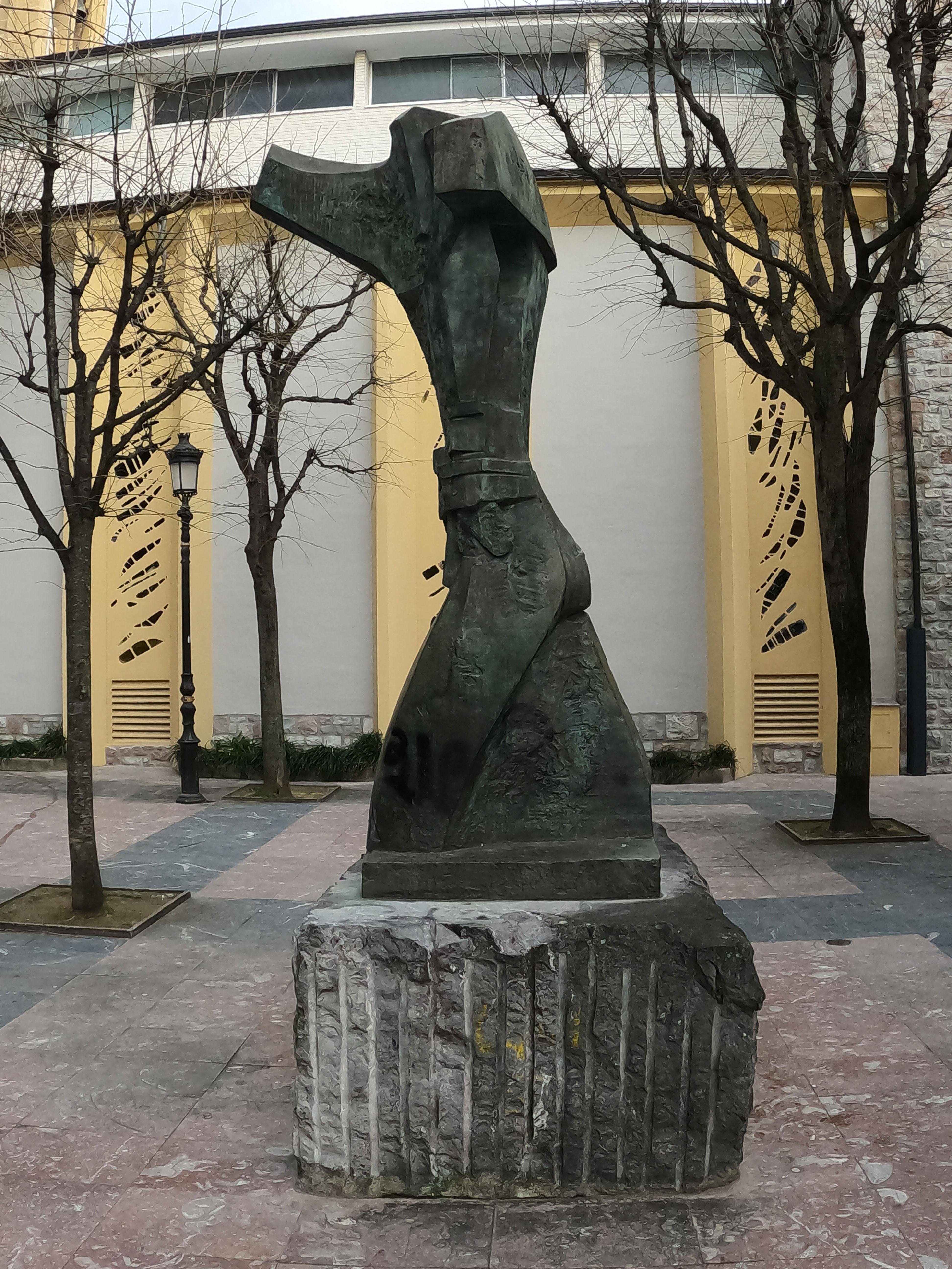 Escultura de José Alberdi Elorza - Homenaje al pelotari vasco