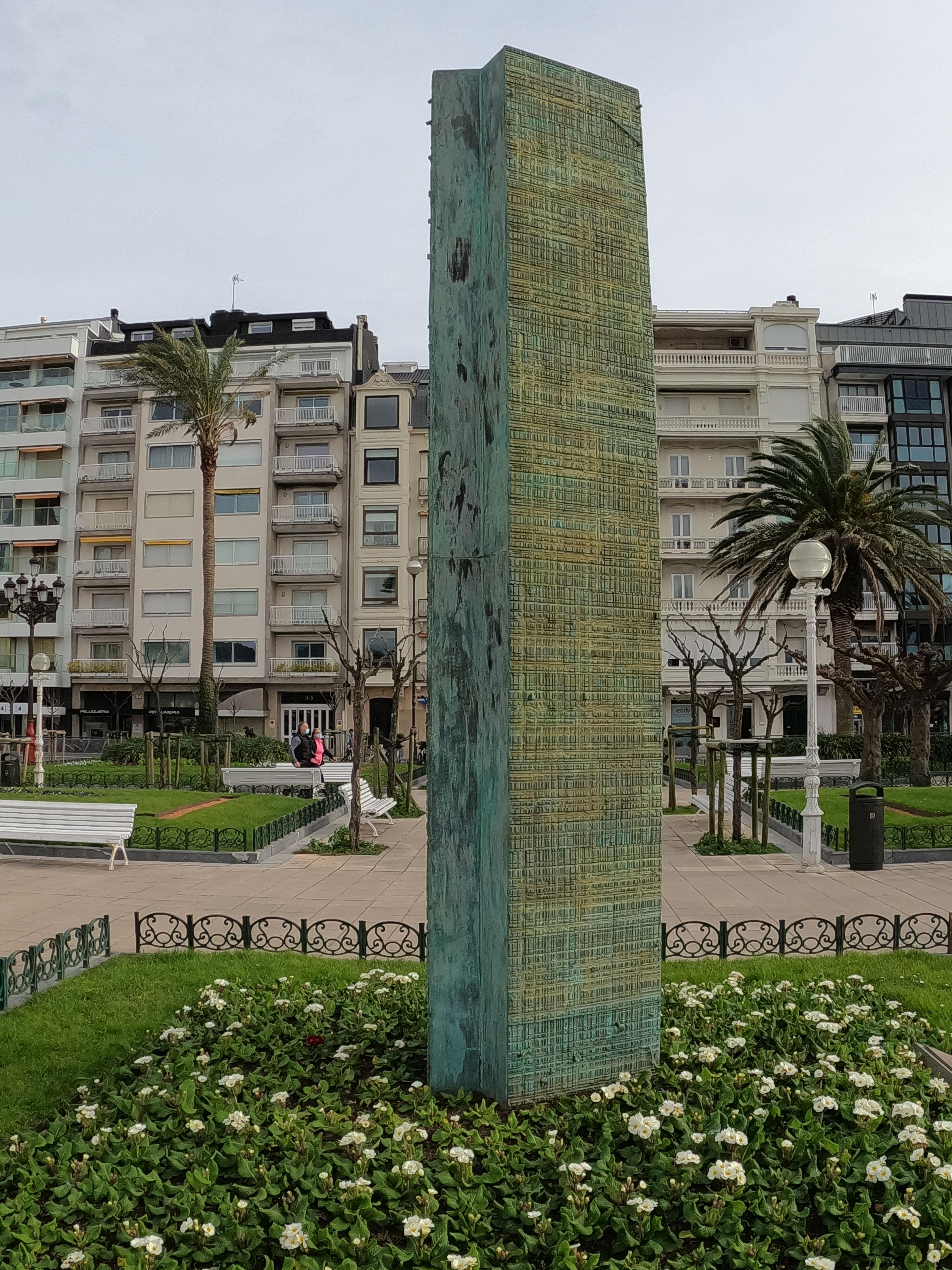 Escultura de Aitor Mendizabal Ituarte / Memoria